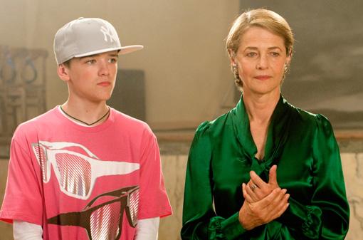 Eddie (GEORGE SAMPSON) mit Tanzlehrerin Helena (CHARLOTTE RAMPLING)